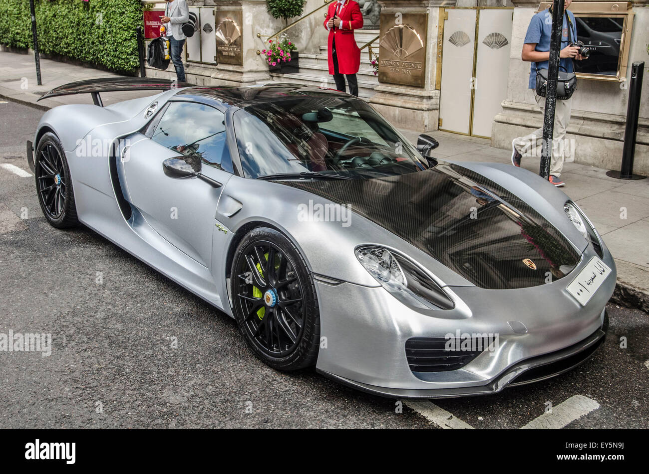 porsche 918 spyder in london porsche 918 spyder spotted. Black Bedroom Furniture Sets. Home Design Ideas