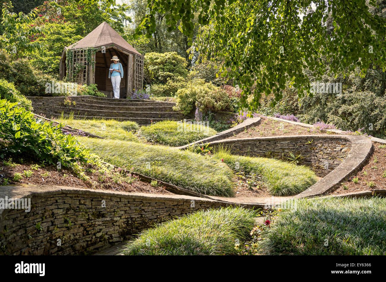 Unusual garden design the ovals in the the garden house for Garden design devon