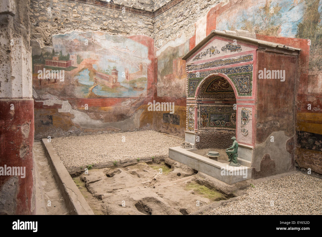 Interior of casa della fontana piccola pompeii italy for Piccola doccia della casa