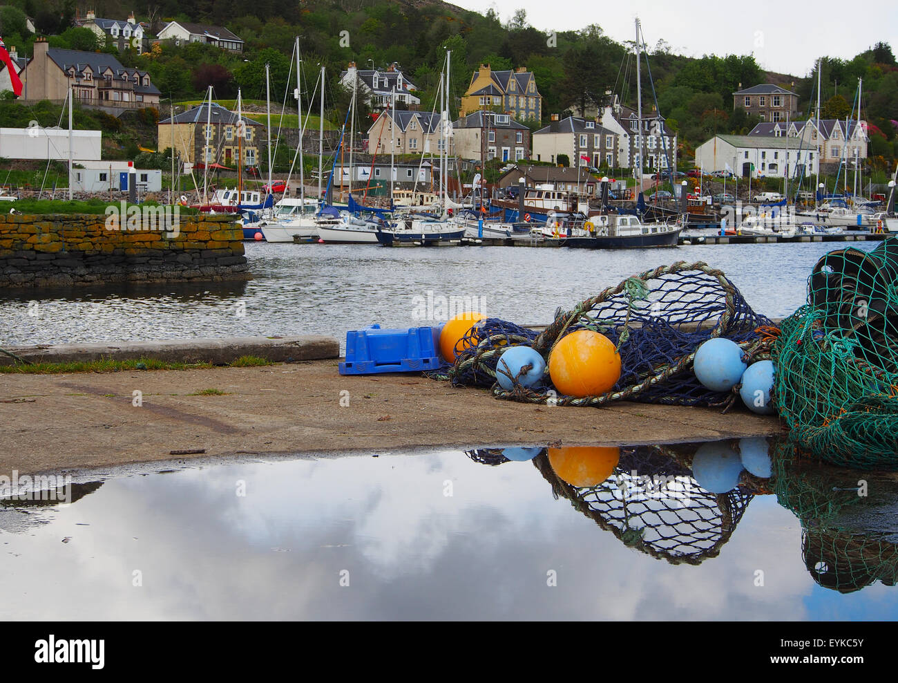 tarbert-harbour-and-heritage-village-whi
