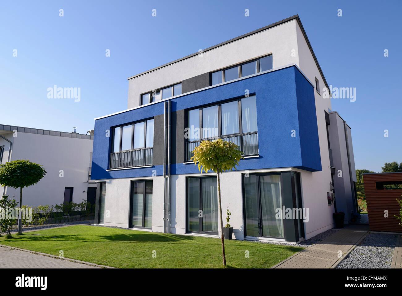 Modern house with garage Germany North RhineWestphalia Cologne
