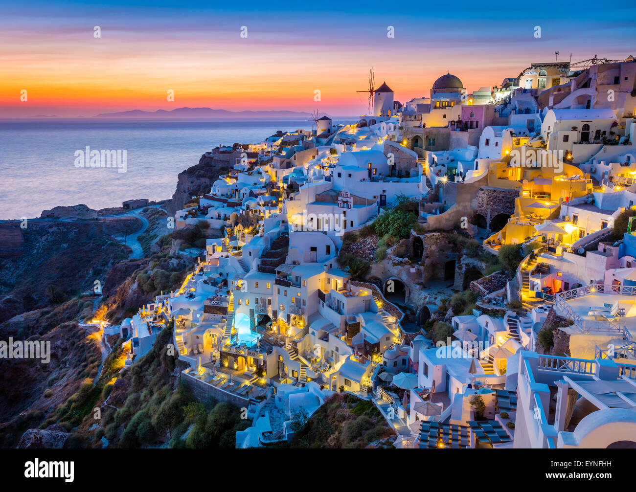 Iconic sunset in the town of Oia on the greek island ...