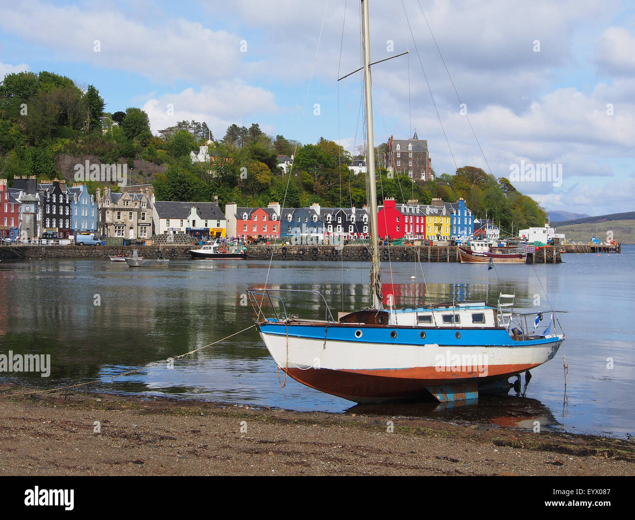 colourful-village-of-tobermory-on-the-is
