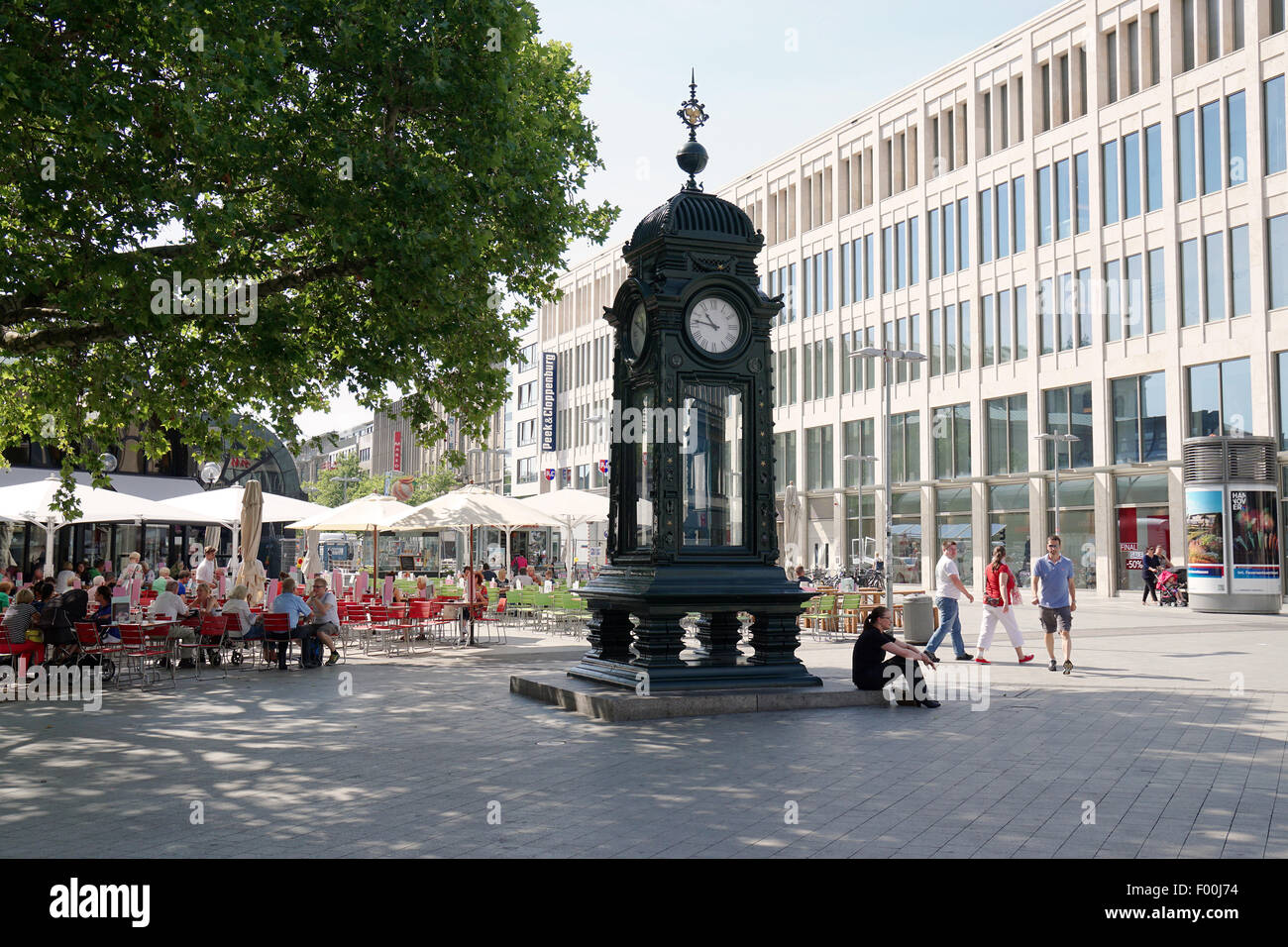hannover germany august 2015 the historic kroepcke clock is a stock photo royalty free. Black Bedroom Furniture Sets. Home Design Ideas