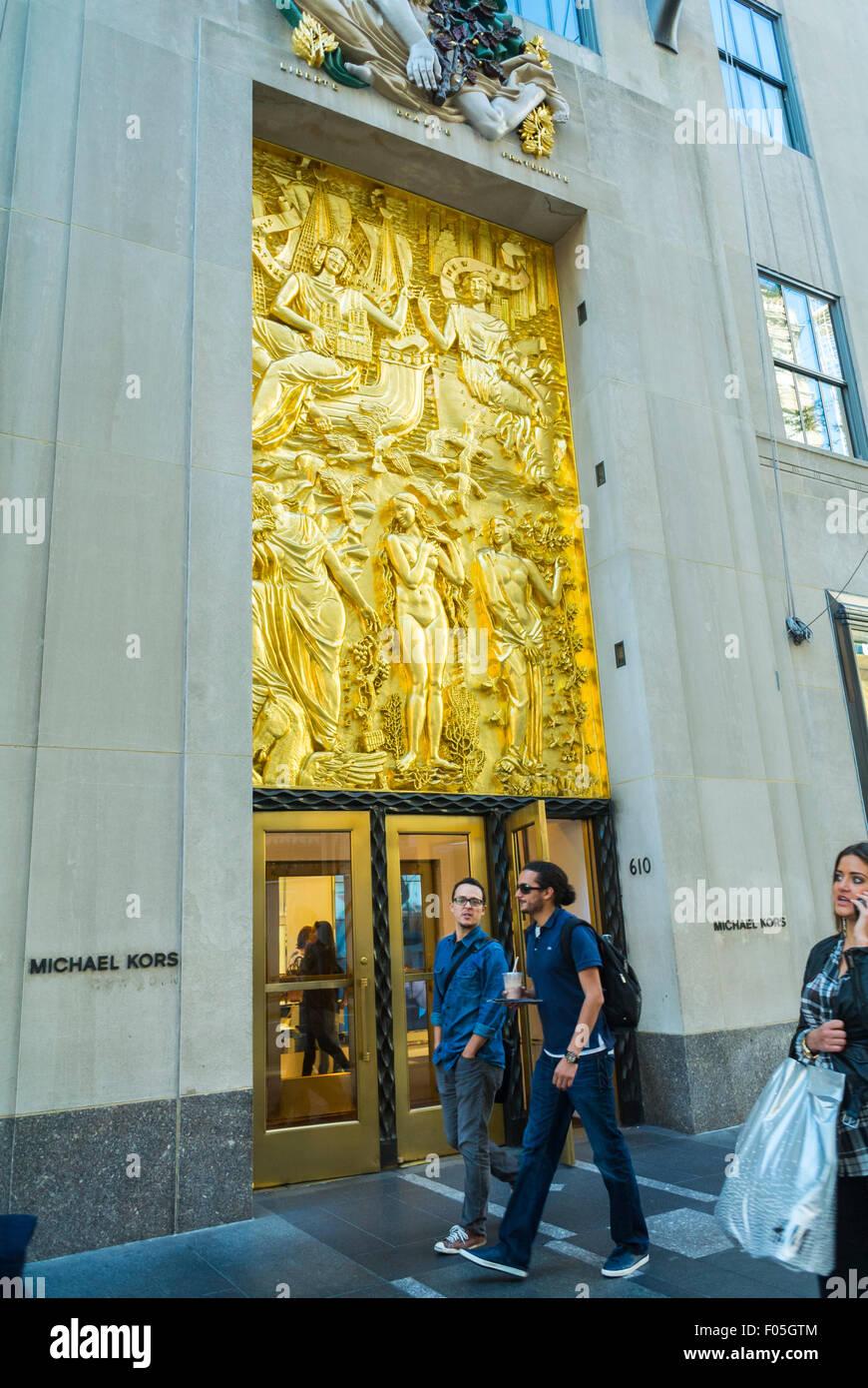 New york city usa street scenes shopping on fifth avenue for Michael kors rockefeller center