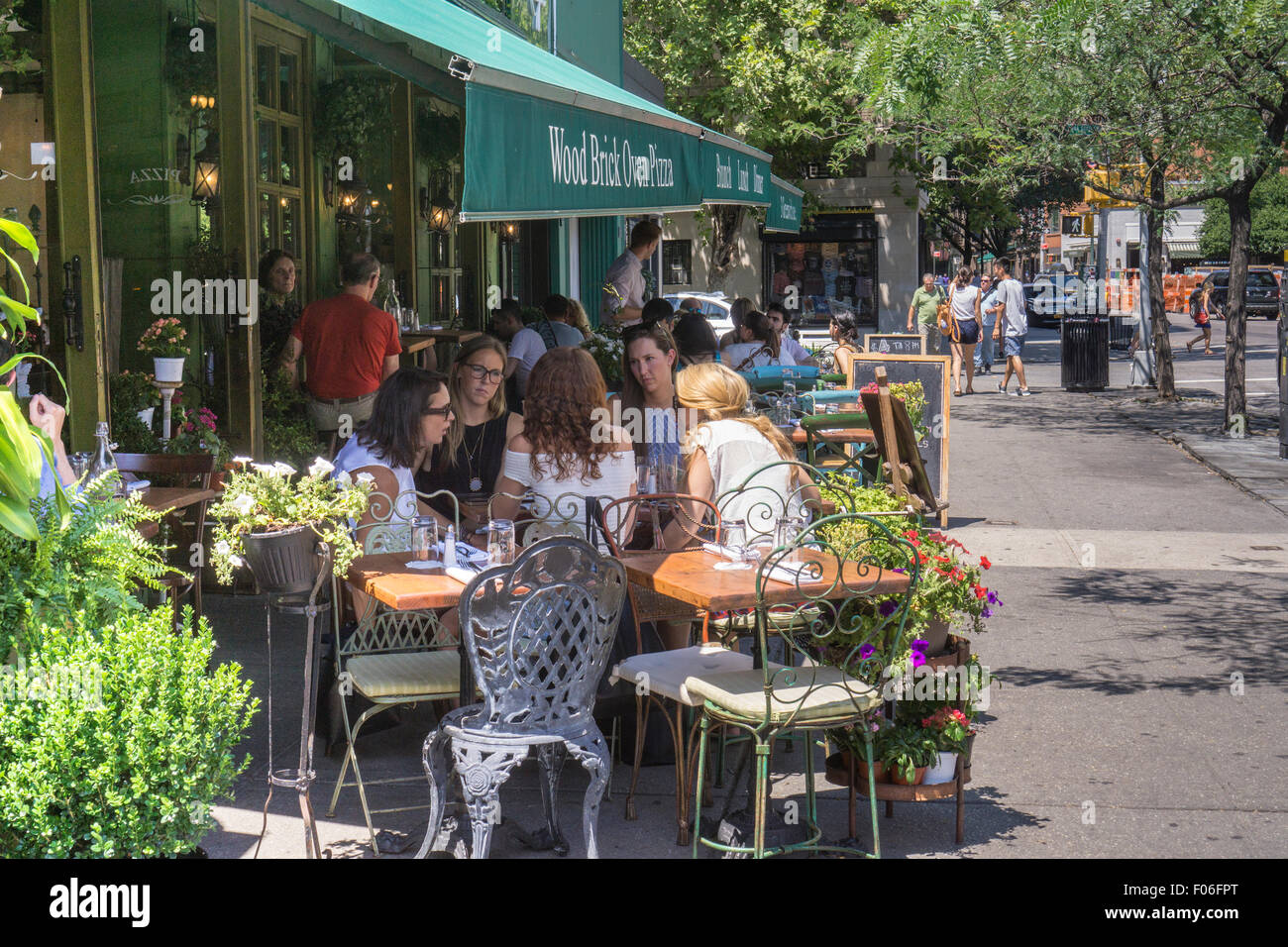Beautiful ... Busy Al Fresco Dining In The New York Neighborhood Of Greenwich Village  On Sunday, August