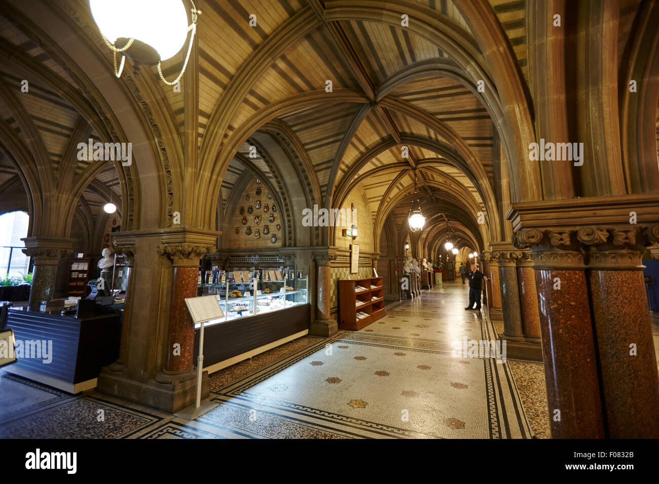 Manchester town hall interior city council building uk for Image city interiors