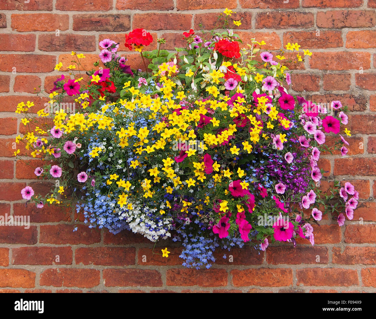 Pub With Hanging Baskets Stock Photos & Pub With Hanging Baskets ...