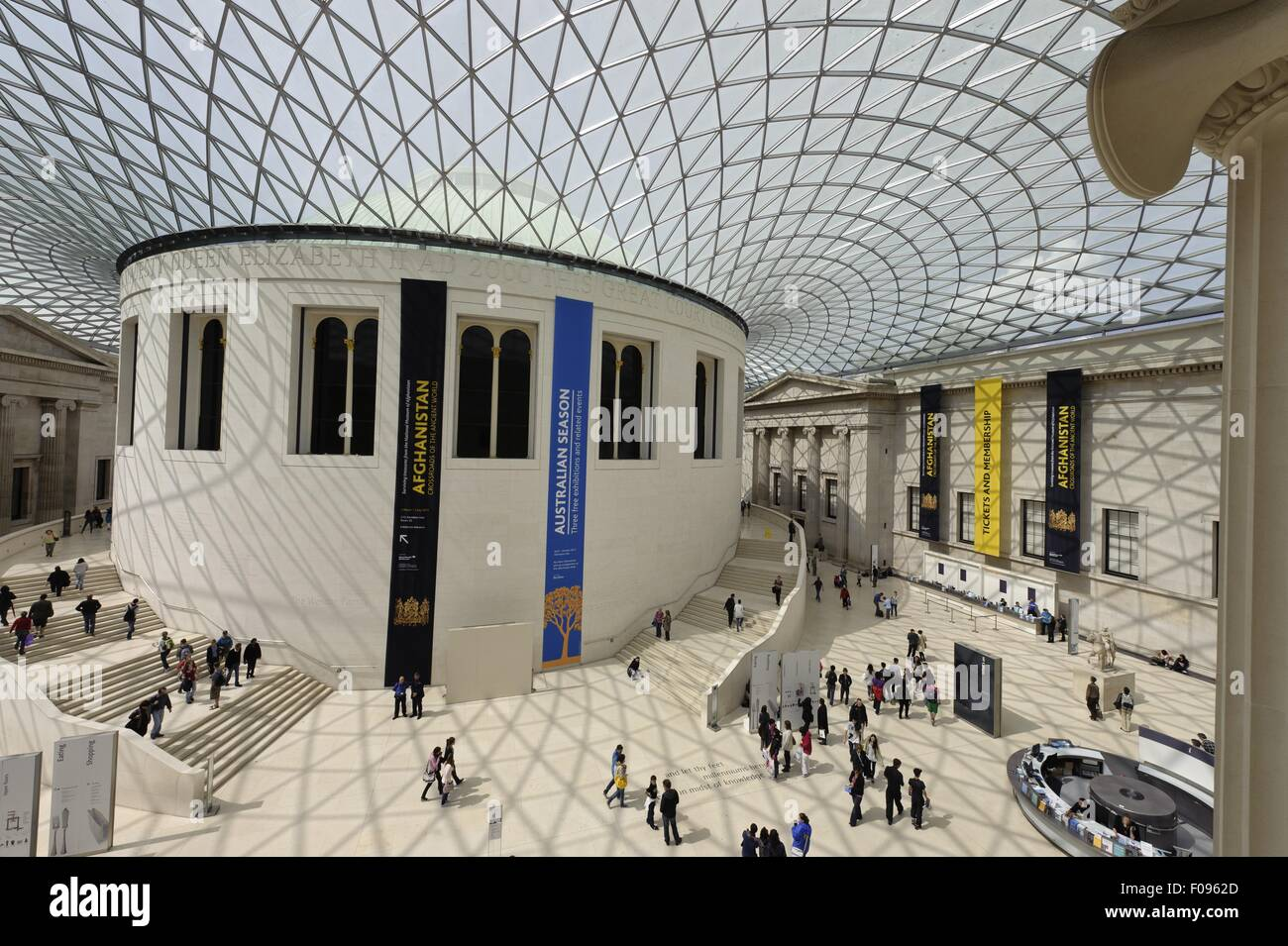 People In Courtyard Of British Museum With Glass Roof On Great - Great museums in us