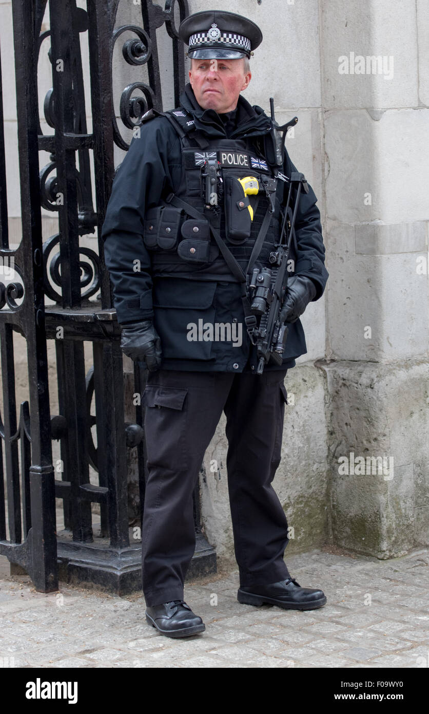 arming police officers A police officer does not have to shoot to kill and, in several countries, a police officer does not even have to carry a gun in norway, iceland, new zealand, britain, and ireland, police officers generally do not carry firearms.