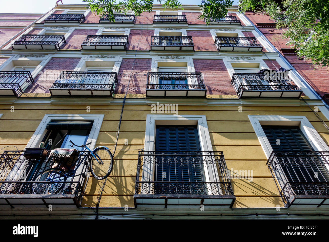 Madrid spain europe spanish centro lavapias calle argumosa for Plural of balcony