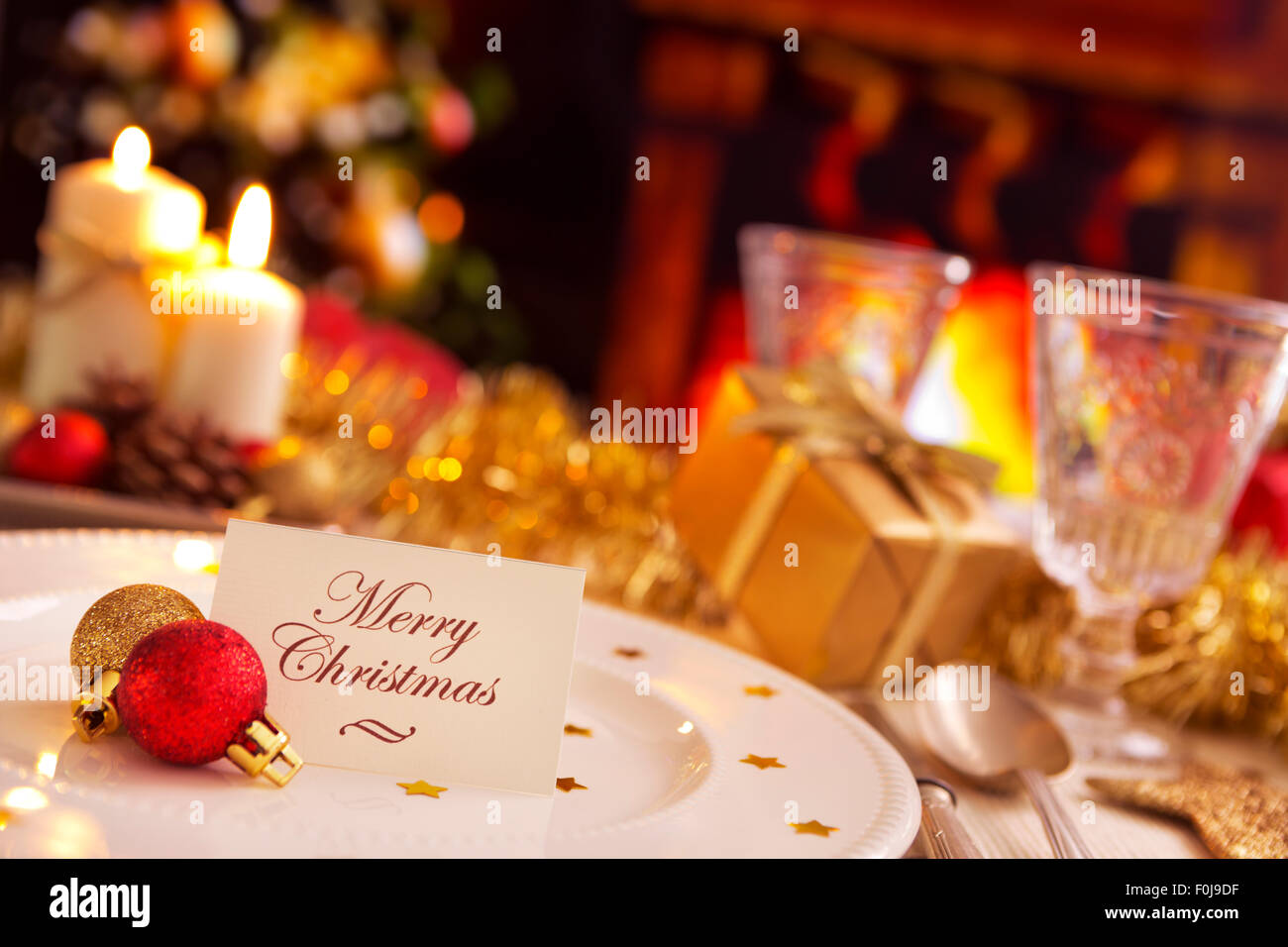 Romantic dinner table decoration - A Romantic Christmas Dinner Table Setting With Candles And Christmas Decorations On The Plate A Note With The Words Merry Chri