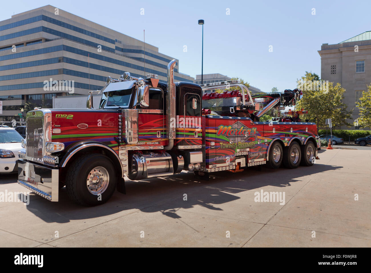 heavy duty tow truck usa stock photo 86615404 alamy. Black Bedroom Furniture Sets. Home Design Ideas