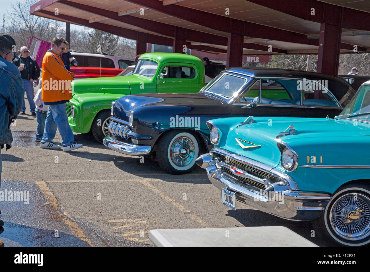 Lineup of beautiful classic cars at iconic Porky\'s burger drive-in ...