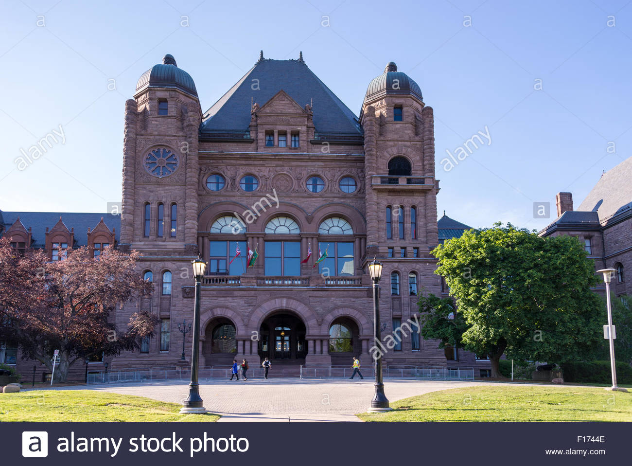 The ontario legislative building at queen 39 s park in for Building a house in ontario
