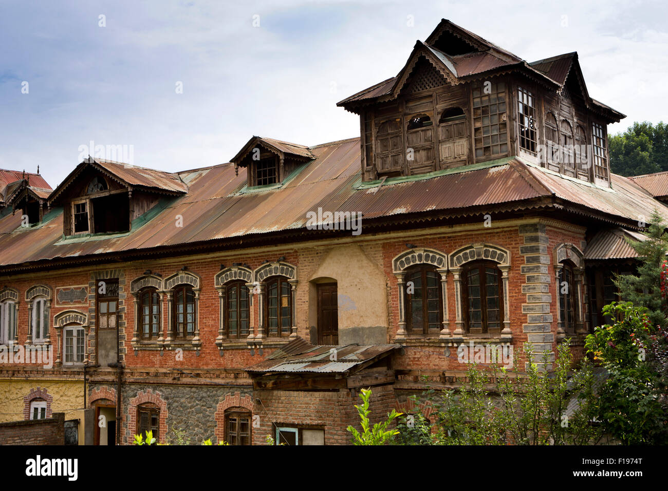 Houses in kashmir modern house for Home designs kashmir