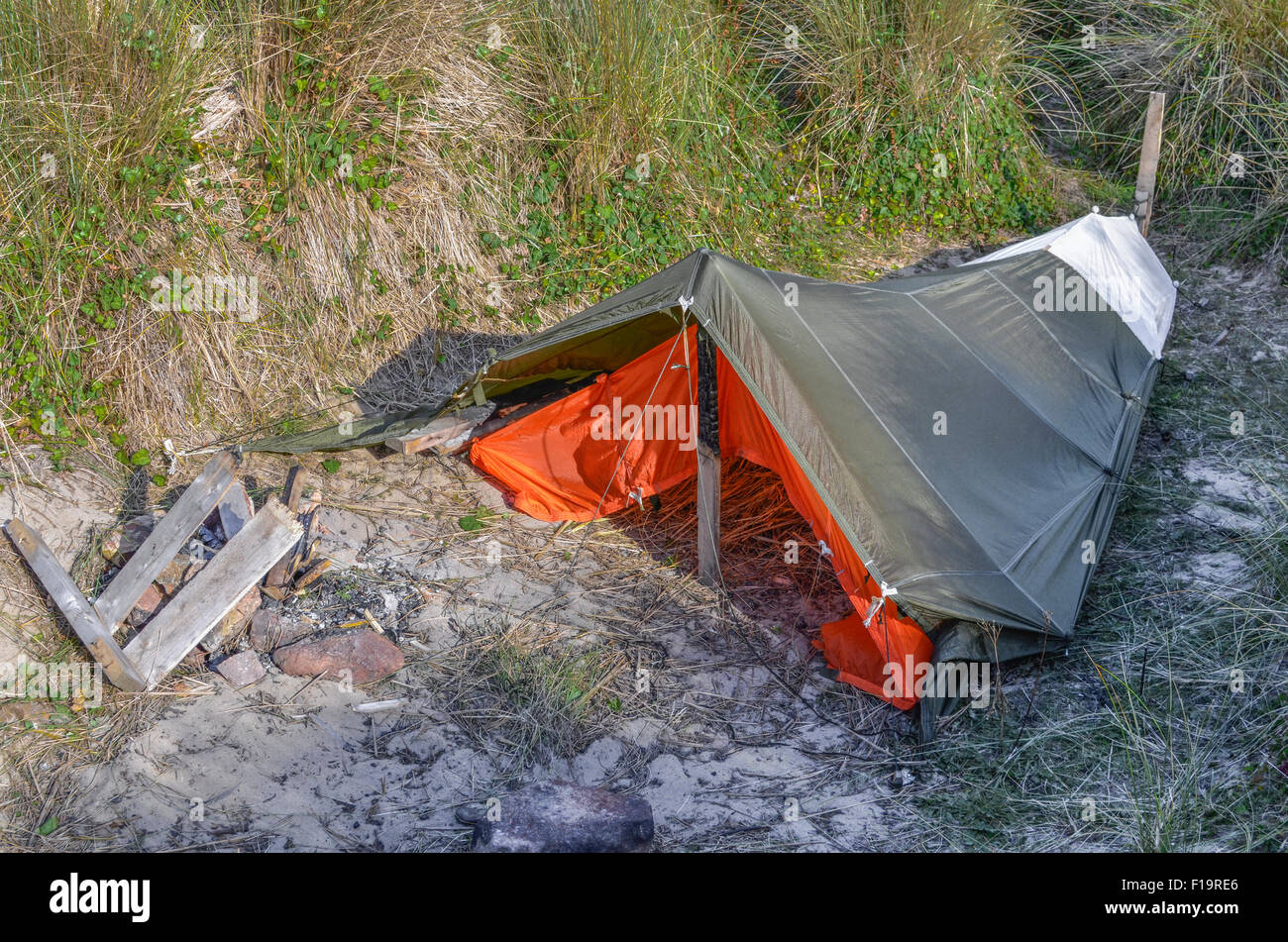 Temporary Shelters Survival : Survival concept shelter constructed of
