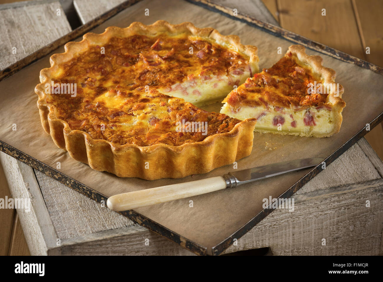 Quiche lorraine french egg and bacon tart france food for Cuisine francaise