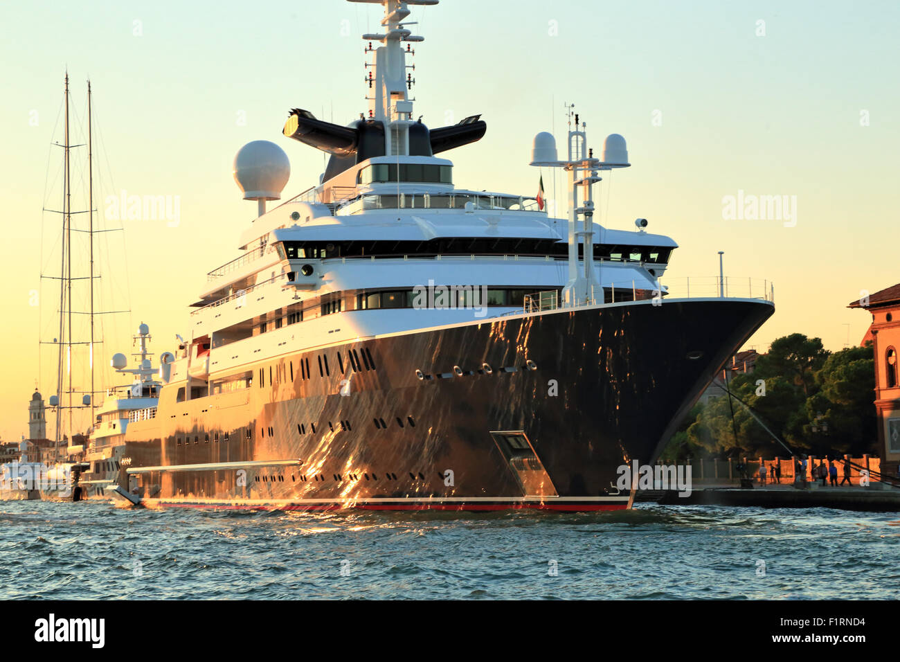 Paul Allens Yacht Octopus IMO 1007213