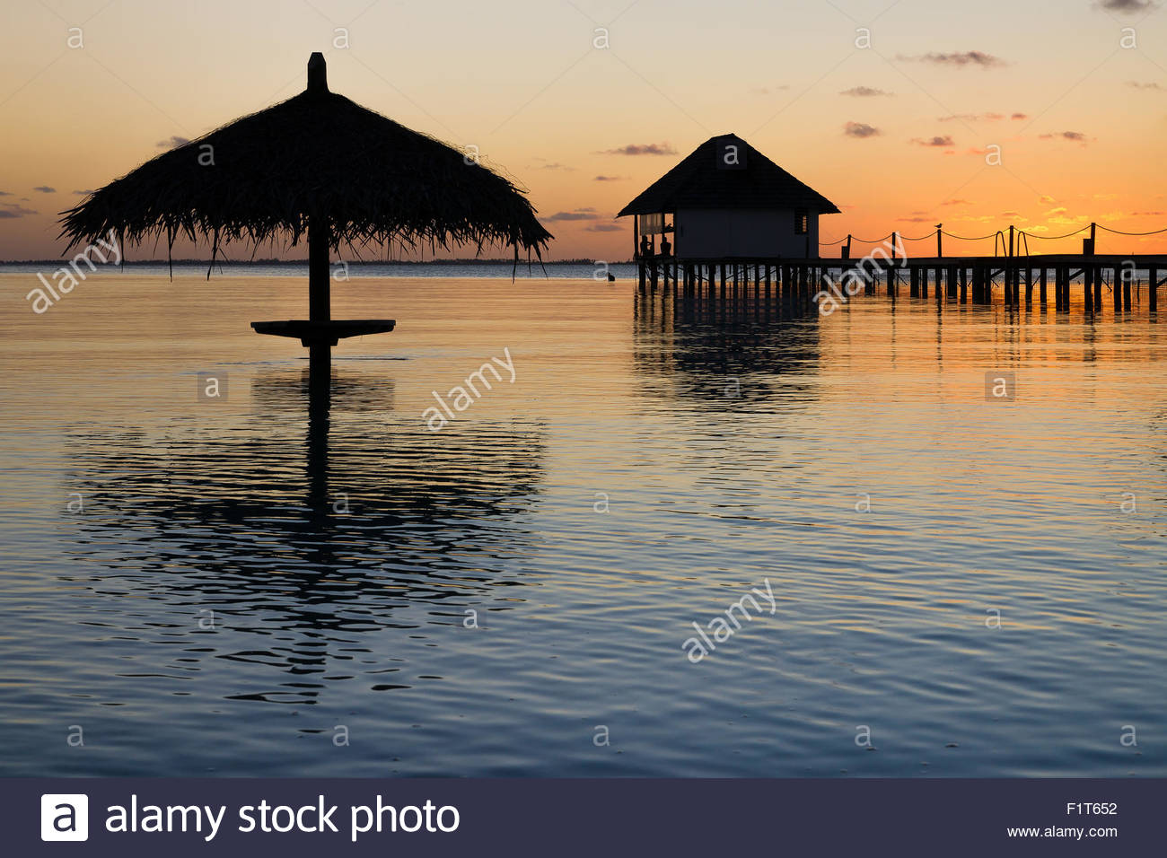 french-polynesia-sunset-over-the-pearl-h