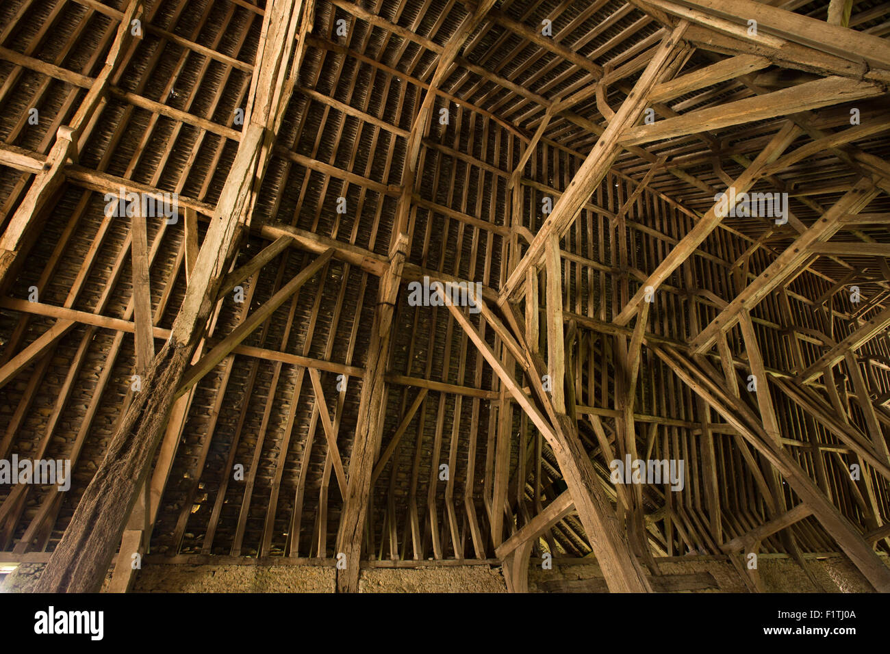 Barn Interior uk, oxfordshire, faringdon, great coxwell, 14th century tithe barn