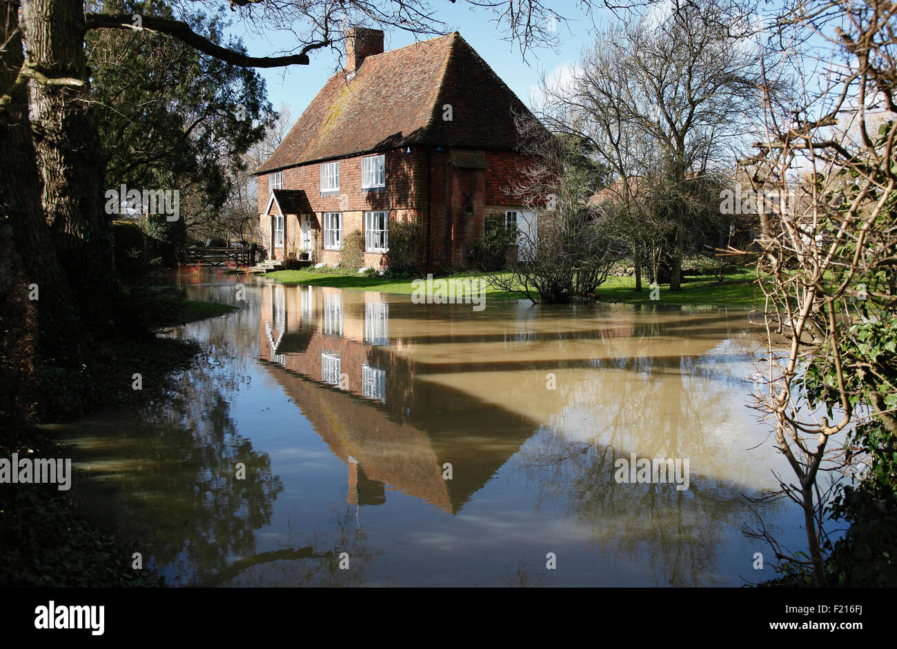 Climate weather flooding house with flooded garden for The headcorn minimalist house kent