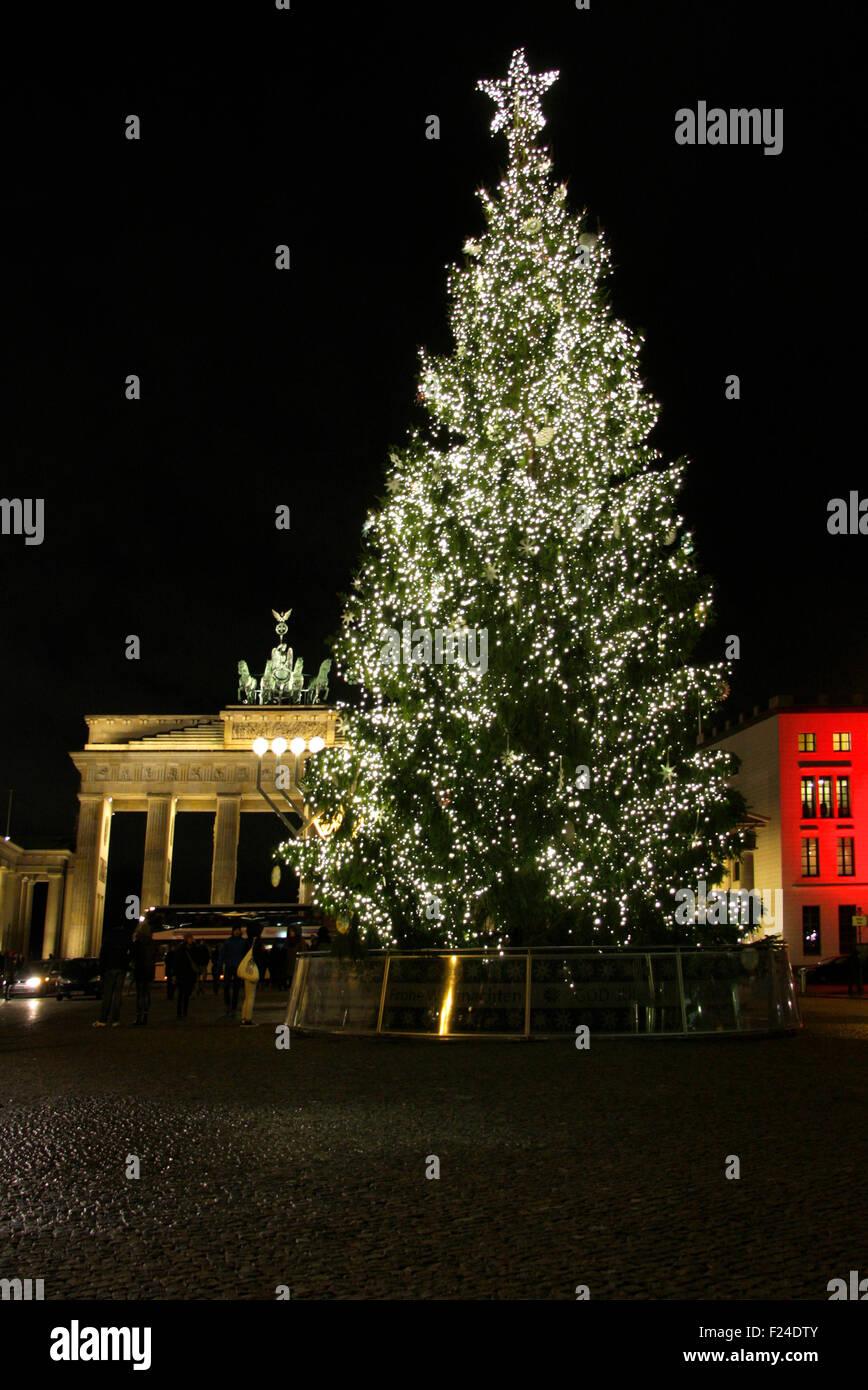 weihnachten in berlin weihnachtsbaum am brandenburger tor. Black Bedroom Furniture Sets. Home Design Ideas