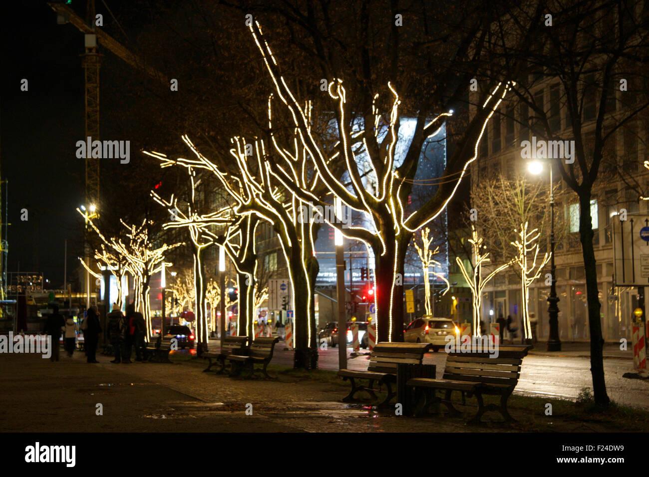weihnachten in berlin weihnachtsdekoration an den baeumen. Black Bedroom Furniture Sets. Home Design Ideas