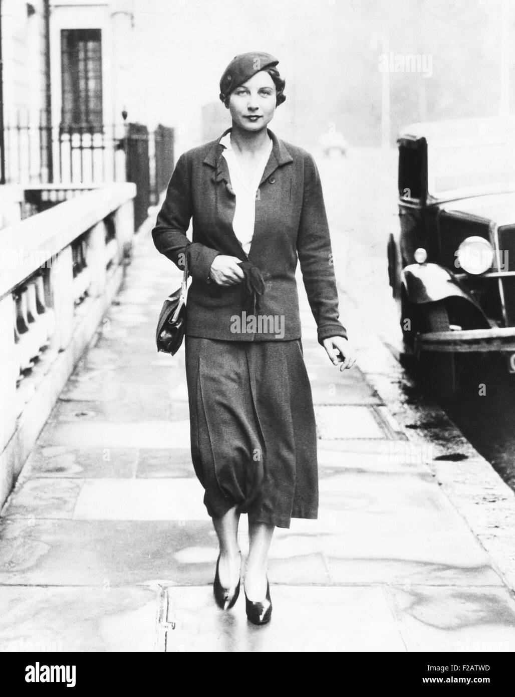 Helen Wills Moody in London to defend her title at the Wimbledon
