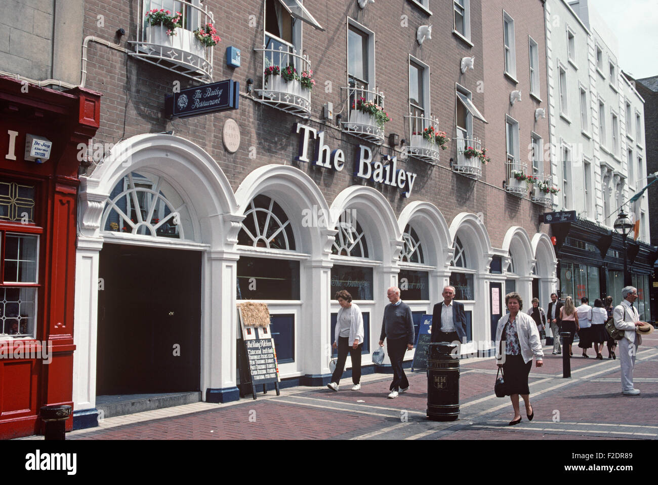 The bailey bar duke street dublin frequented by james for The bailey