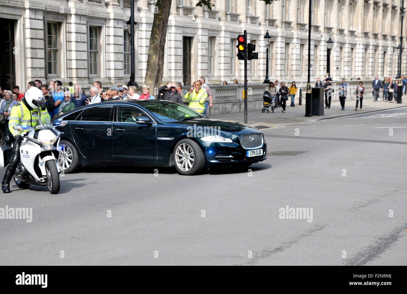 london england uk the prime minister 39 s car leaves downing street stock photo royalty free. Black Bedroom Furniture Sets. Home Design Ideas