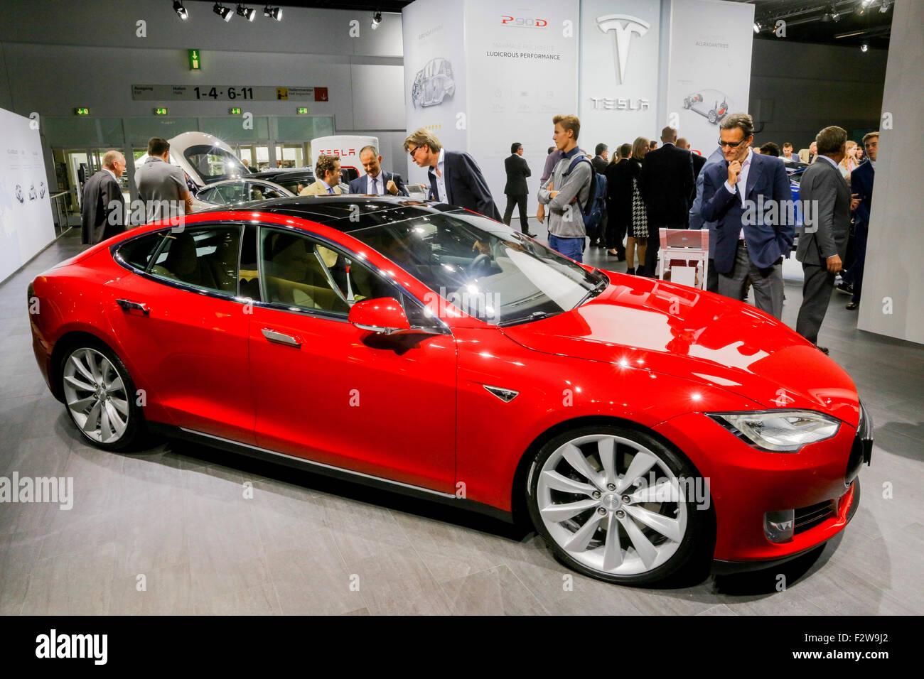 Electric Car TESLA Model S At The Th International Motor Show - Automobil tesla