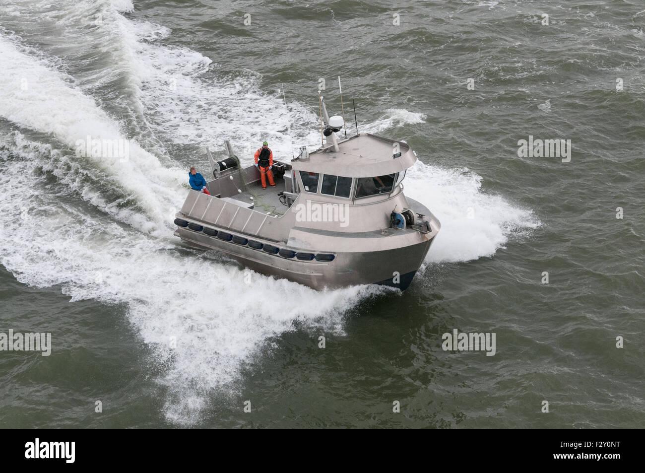 Sockeye salmon drift gill net fishing on naknek river for Gill net fishing