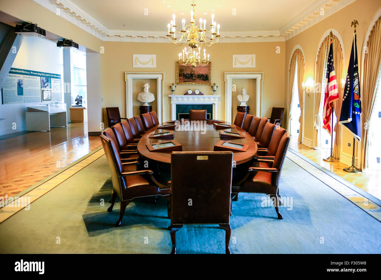 A Full Size Replica Of The Cabinet Room At The William J. Clinton  Presidential Center In Little Rock Arkansas