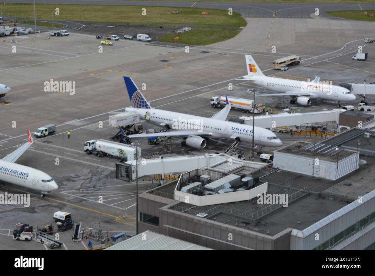 White apron edinburgh - A Turkish Airlines B737 Iberia Express A320 And An United B757 On The Apron At