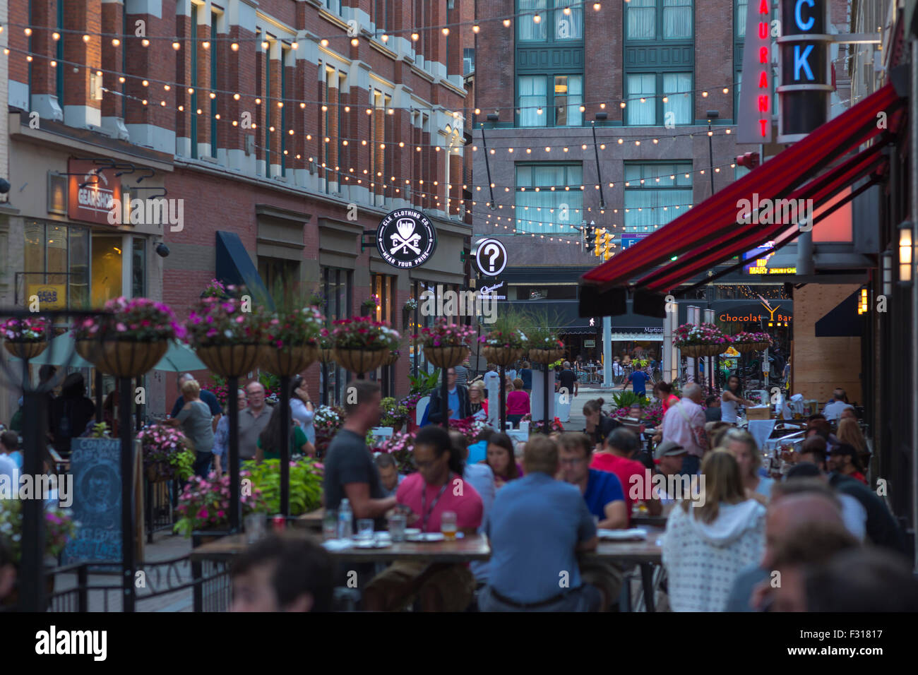 OUTDOOR RESTAURANTS EAST FOURTH STREET DOWNTOWN CLEVELAND OHIO USA ...