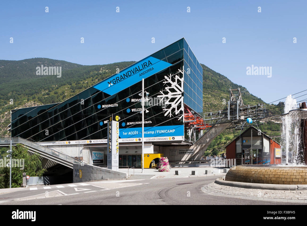 Encamp Cable Car Acces Stock Photo, Royalty Free Image: 88149521 - Alamy