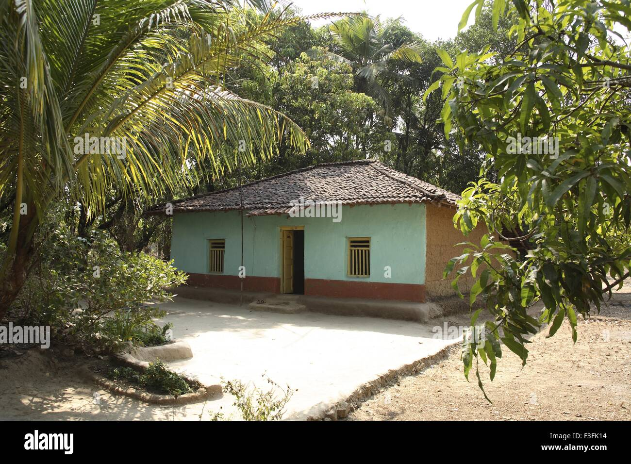 House made of mud and painted roof made of tiles in for Konkan home designs