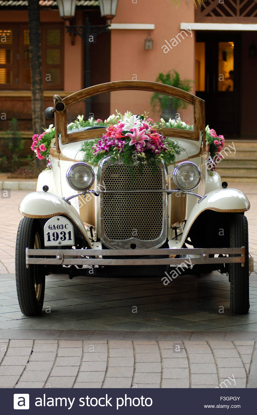 Vintage car ; model alfa romeo of ford ; decorated for \