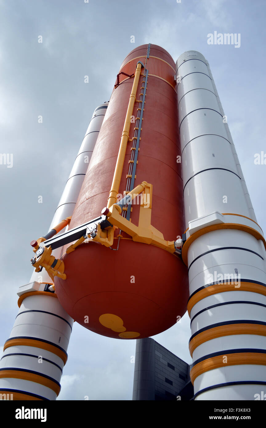 Space Shuttle Solid Rocket Boosters and External Tank at ...