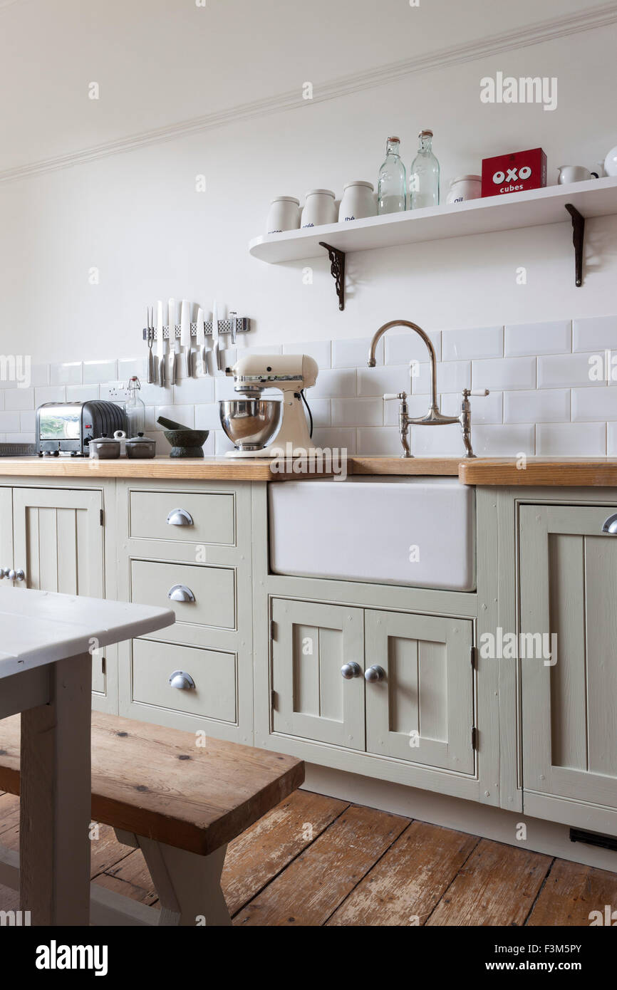 Modern shaker style kitchen with painted cupboards and for Contemporary shaker style kitchen