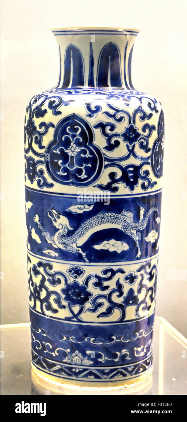 Blue and white pottery - Blue And White Rouleau Vase With Chi Dragons Jingdezhen Ware 1662 1722 Ad Kangxi Reign Qing Dynasty Shanghai Museum Of Ancient Chinese Art China