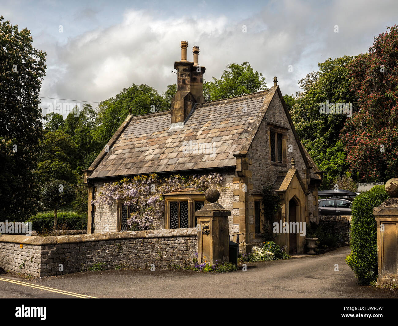 Small stone cottage in derbyshire england stock photo for Small stone cottage