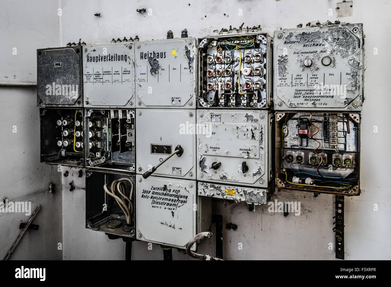 old fuse box F3XRFR old fuse box stock photo, royalty free image 88485035 alamy how to reset old fuse box at bayanpartner.co