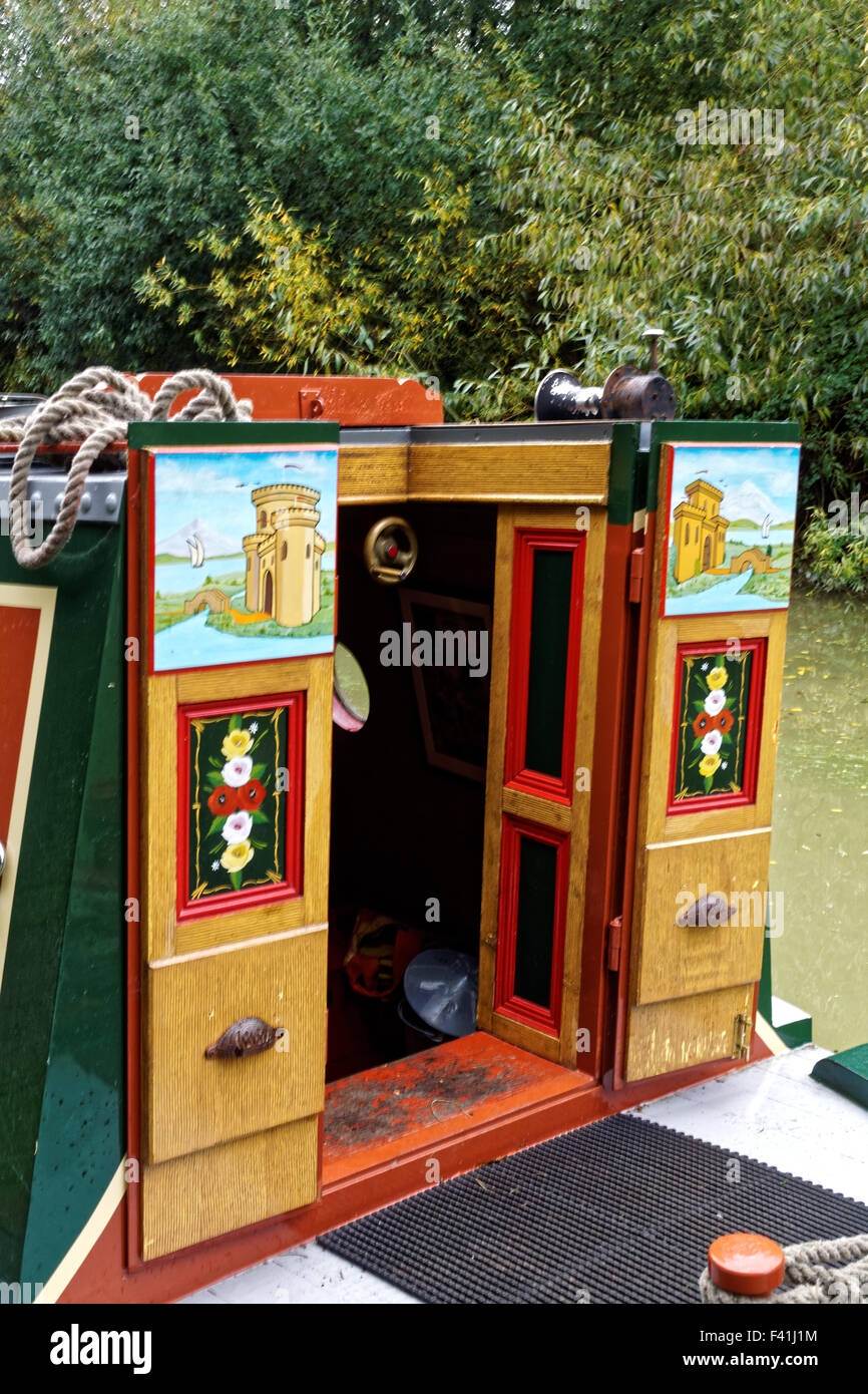 colourful paintings on narrowboat doors & colourful paintings on narrowboat doors Stock Photo: 88546576 - Alamy