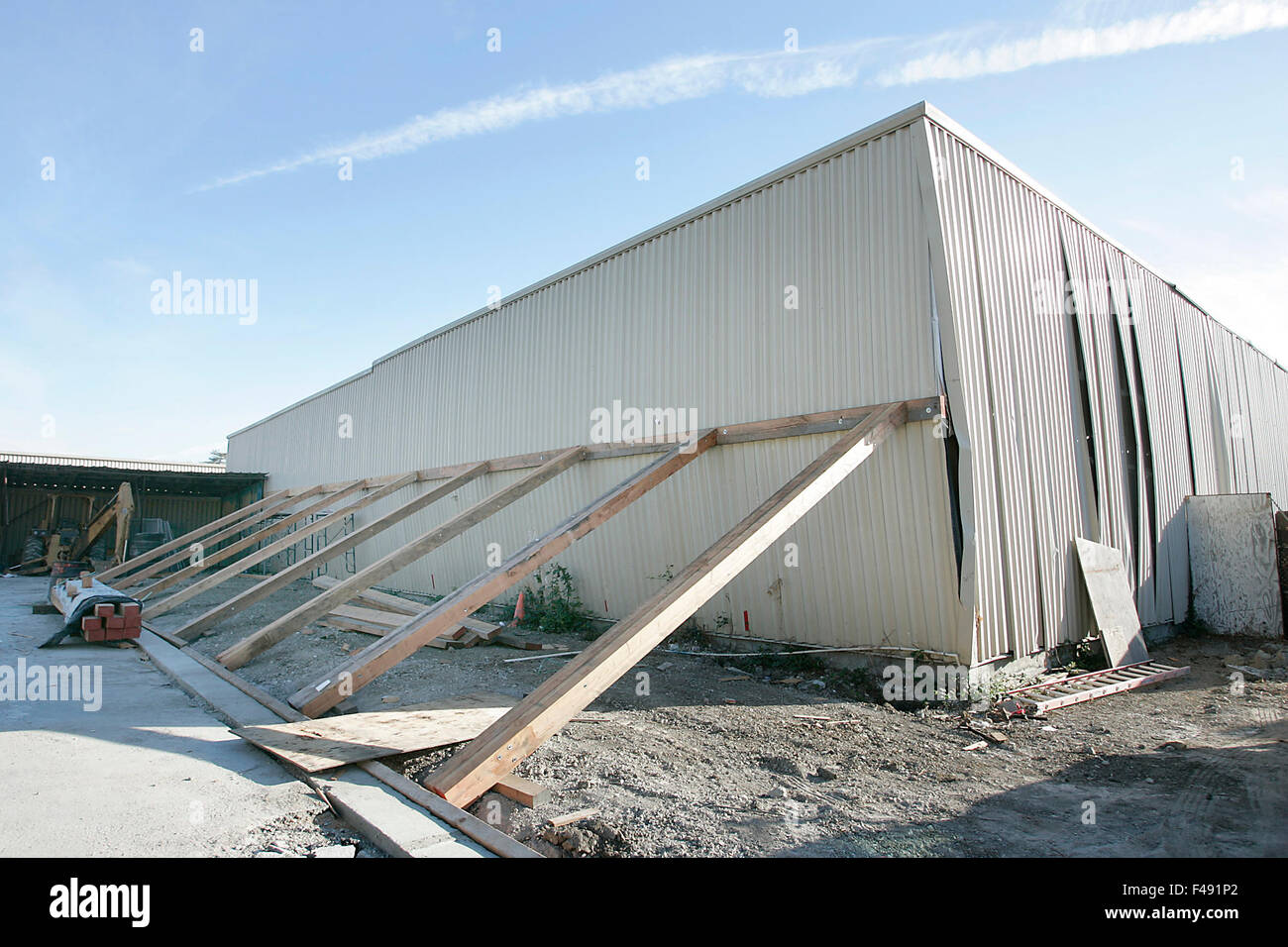 Napa, CA, USA. 8th Oct, 2015. Work On Shoring Up A Building Damaged In The  Aug. 2014 Earthquake Has Begun At Napa Self Storage. Renters Of Storage  Units ...