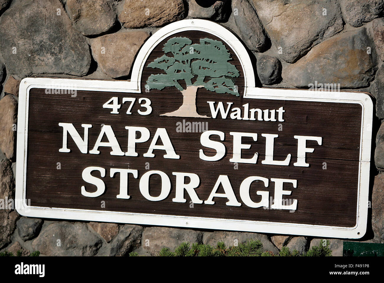 Napa, CA, USA. 8th Oct, 2015. One Of The Buildings At Napa Self Storage Was  Damaged In The Aug. 2014 Earthquake And Has Been Off Limits To Renters, ...