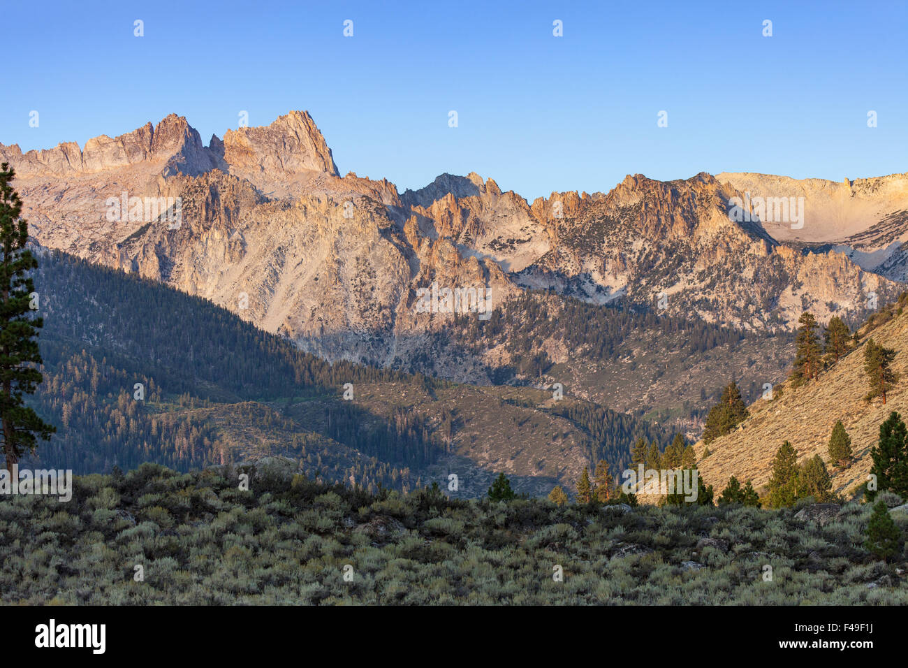 Sierra Nevada Ca: Sierra Nevada Sawtooth Ridge Near Bridgeport, CA And Twin