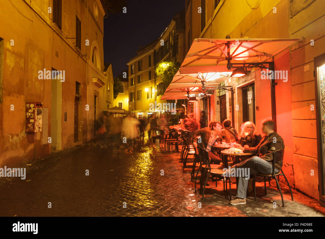 Outdoor bar terrace at night in trastevere rome italy for Terrace night