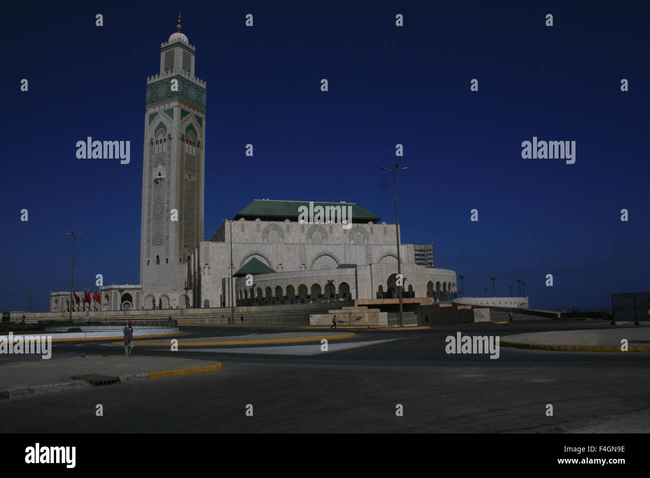 The hassan ii mosque or grande mosqu e hassan ii in for Mosquee hassan 2 architecture